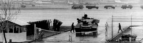 فرودگاه مهرآباد همچنان در محاصرۀ تانکها