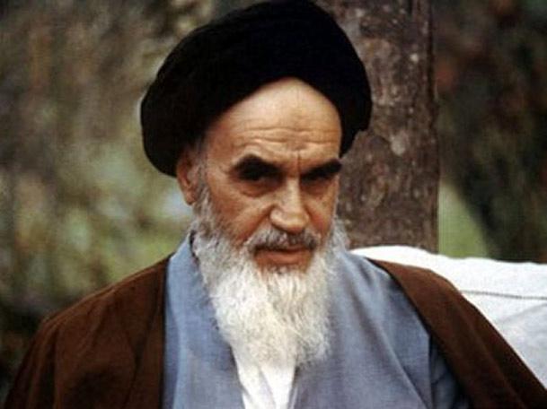 درسی از امام خمینی: تا این روح تعاون و تعهد در جامعه برقرار است کشور عزیز از آسیب دهر انشاءاللَّه تعالى مصون است