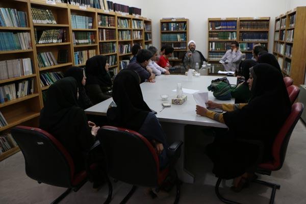 دیدار جمعی از هنرمندان با مسئول موسسه تنظیم و نشر