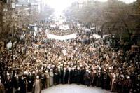 امام چگونه مبارزات مردم را از نجف رهبری می کردند