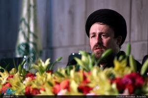 حاکمان در چارچوب نگاه امام، خادم مردم هستند/ تشکیل مجمع تشخیص مصلحت نظام برای رفع تزاحم میان حقوق است