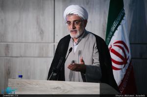 فیرحی: امام خمینی(س) تئوری مرحوم نائینی که منجر به مشروطه شد را کامل کرد
