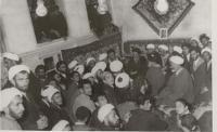 دیدار روحانیون با امام در قم پس از ازادی ایشان از زندان