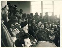 دیدار مردم با امام در مدرسه فیضیه