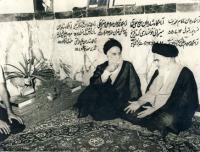 امام بر سر مزار برادرشان سید نور الدین هندی در قم
