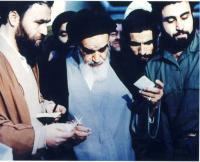 امام در پای صندوق رای گیری انتخابات مجلسین شورای اسلامی و خبرگان در جماران
