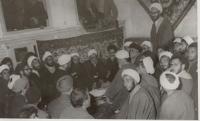 دیدار روحانیون با امام در قم پس از آزادی ایشان از زندان