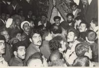 دیدار مردم با امام در قم پس از آزادی ایشان از زندان