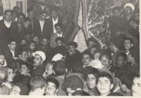 دیدار مردم با امام در قم پس از ازادی ایشان از زندان