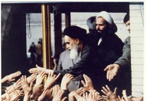 دیدار مردم با امام در مدرسه علوی