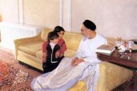 دیدار کودکان از اعضای خانواده امام با ایشان در منزل جماران