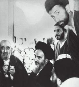دیدار طلاب با امام در قم پس از آزادی از زندان