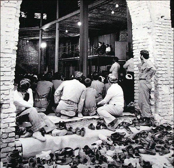منظور از مردمی بودن مسئولین در اندیشه امام خمینی چیست؟