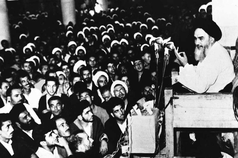 مخالفت با لایحه کاپیتولاسیون توسط امام خمینی (س)