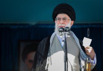 حضور سبز امام در رژه نیروهای دانشگاه افسری امام حسین(ع)