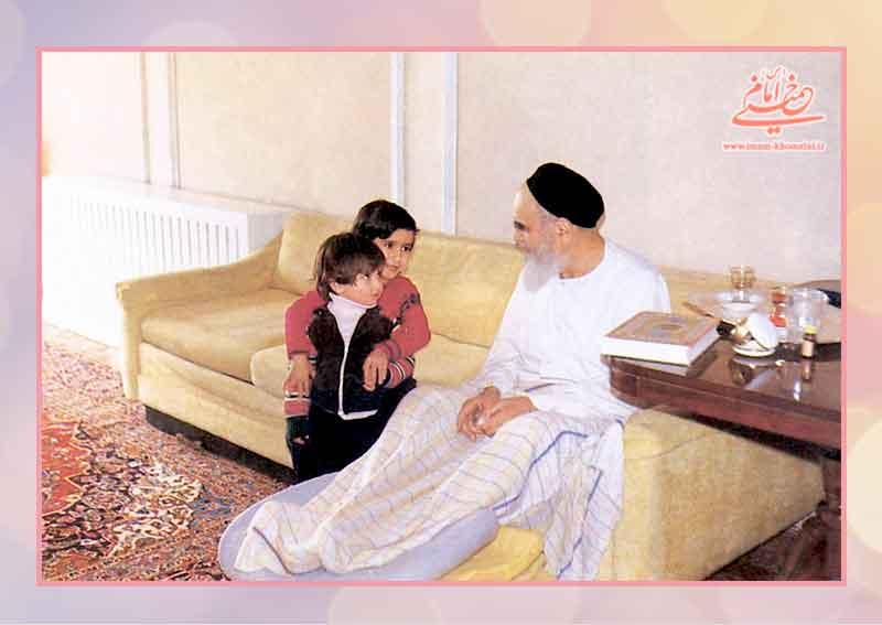 مرورِ جلوه های رفتاری امام با کودکان
