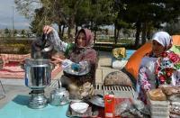 گزارش تصویری نمایشگاه عطر یاس در جوار حرم امام خمینی(ره)