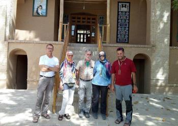 جمعی از گردشگران سوییسی از بیت و زادگاه حضرت امام خمینی (س) بازدید کردند