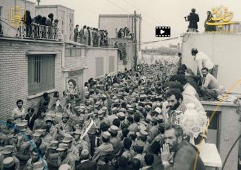 رژه یگان های نظامی در مقابل امام خمینی