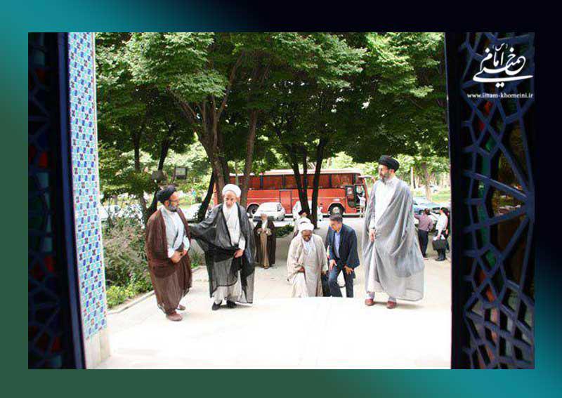 بازدید گروهی از ائمه جمعه شهرهای استان اصفهان از نگارستان امام خمینی (س)