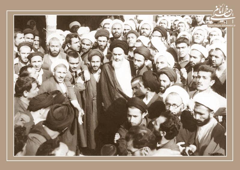 بازخوانی حمایت گسترده علما از مرجعیت امام خمینی(س)