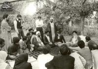 مرورری بر شرایط و محتوای دو سخنرانی امام در ۴ آذر ۵۷