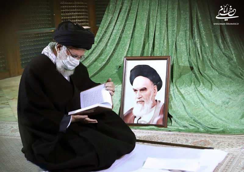 رهبر انقلاب اسلامی در مرقد امام خمینی و گلزار شهدا حضور یافتند