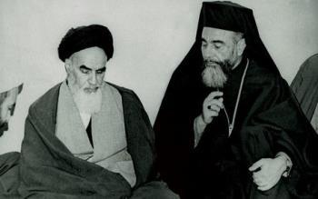 یک روز پس از همه پرسی، اسقف هیلارین کاپوچی در قم با امام دیدار کرد