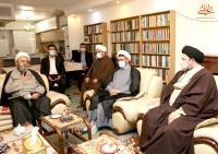 حضور یادگار امام و رئیس موسسه در منزل فرزند ارشد علامه حسن زاده آملی برای عرض تسلیت