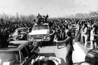 از استقبال تا استقرار امام خمینی در مدرسه رفاه