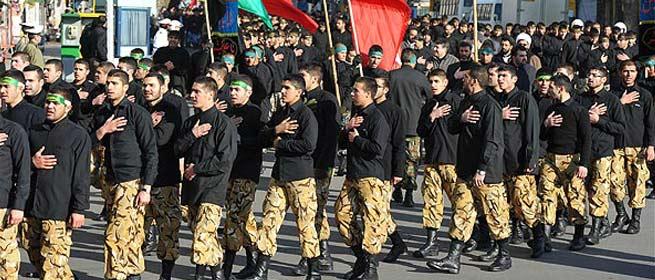 راهپیمایی وحدت نیروهای مسلح به سمت حرم امام