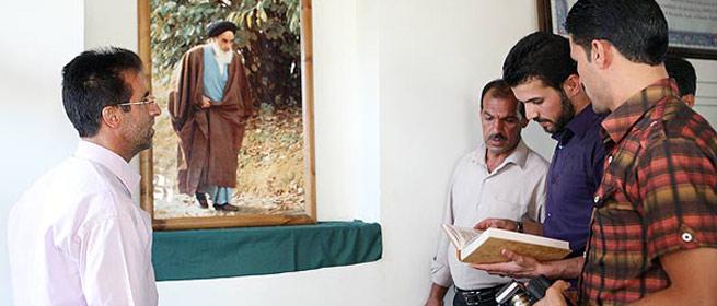 بازدید گردشگران خارجی از بیت امام در خمین
