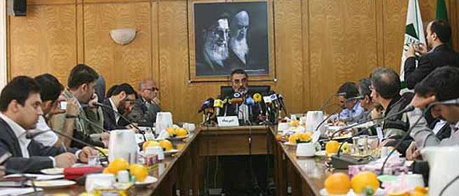 نشست خبری محمد علی انصاری برای تشریح برنامه های بزرگداشت امام