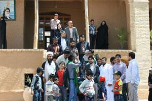 بازدید پرشمار مردم از بیت تاریخی امام راحل در خمین