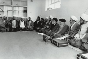 سخنرانی امام در مدرسه علوی: هر ملتی باید خودش سرنوشت خودش را تعیین کند.