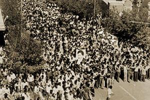 برپایی نخستین تظاهرات میلیونی بر ضد رژیم شاه / سرآغازی برای قیام 17 شهریور