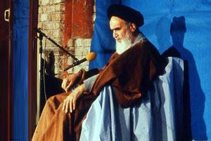 امام خمینی: حضرت امیر (ع) در حقیقت یک موجود هزار بُعدی است