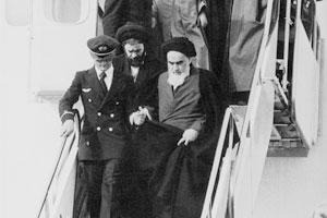 فیلم/ لحظه ورود امام خمینی(س) به میهن