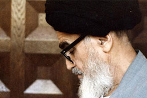 ویژگی اصلی مکتب عرفانی امام خمینی (س) تلازم عرفان با فقه است