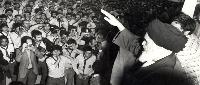 خطاب امام به مبارزین کشورهاى اسلامى: ملتها باید قیام کنند