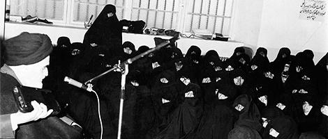 امام خمینی: نقش زن در جامعه بالاتر از نقش مرد است